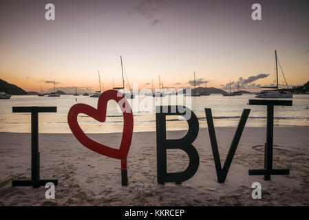 Îles vierges britanniques, Tortola, cane garden bay, plage de cane garden bay, j'aime bvi signe, crépuscule Banque D'Images