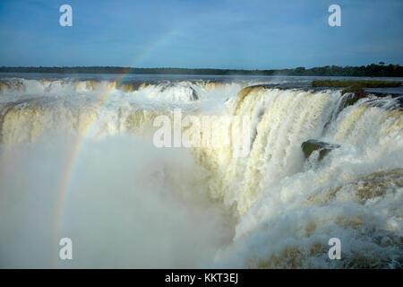 La gorge du diable (Garganta del Diablo), chutes d'Iguaçu, à la frontière argentine - Brésil, Amérique du Sud Banque D'Images