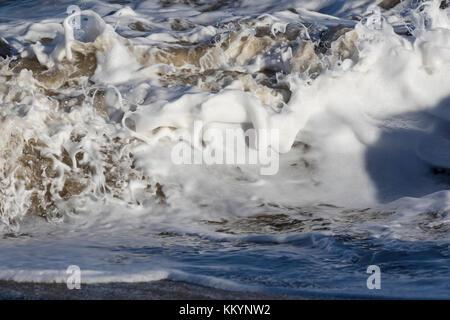 Les vagues et ondulations vagues marines Banque D'Images