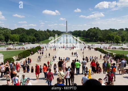 Vue depuis les marches du Lincoln Memorial vers la Reflecting Pool et le Monument de Washington, le National Mall, Banque D'Images