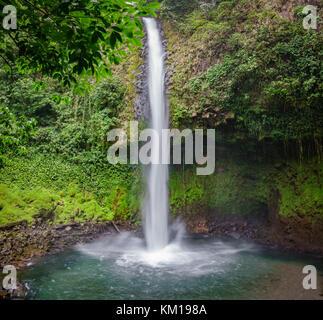 La cascade de la fortuna au Costa Rica Banque D'Images