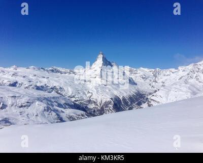 """Vue panoramique du Cervin depuis """"sunegga"""" en face d'un ciel bleu Banque D'Images"""