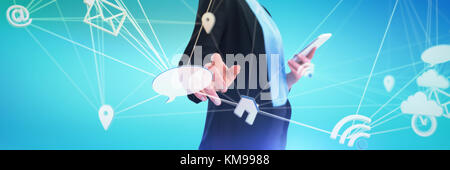 Mid section of businesswoman using mobile phone tout en utilisant l'interface imaginaire contre abstract blue background Banque D'Images