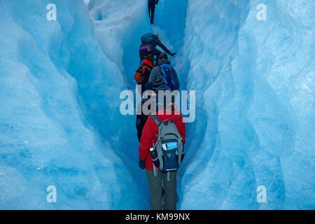 Les randonneurs en crevasse, glacier Perito Moreno, Parque Nacional Los Glaciares (zone du patrimoine mondial), Banque D'Images