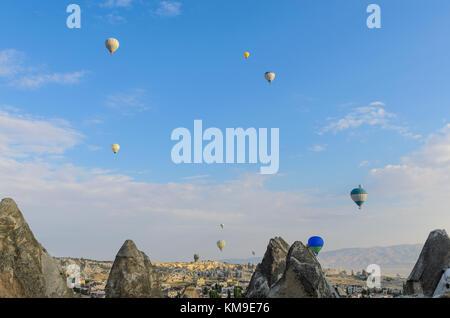 Montgolfières sur Göreme, Cappadoce, Turquie Banque D'Images