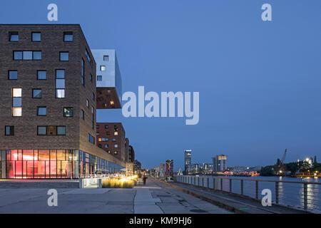 L'architecture moderne du NH Hotel à Friedrichshain, Spree, Berlin Banque D'Images
