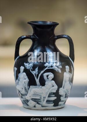 Londres. L'Angleterre. Le Vase de Portland, représentant des scènes mythologiques de l'amour et le mariage, le British Museum, à partir de Rome, Italie, ca. 5-25 A.D.