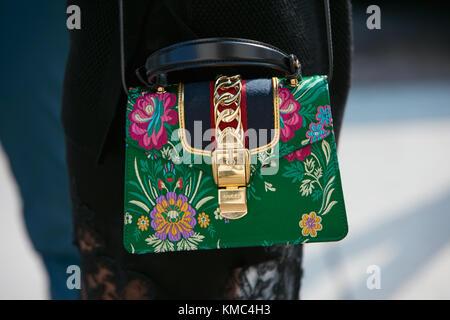... Milan - 23 septembre   femme gucci sac avec floral design et golden  détails avant gabriele 8750014c8cb