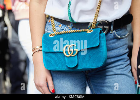 ... Milan Fashion week street sty  Milan - 23 septembre   woman with light  blue velvet gucci sac avec chaîne d  8f5222ed4b8