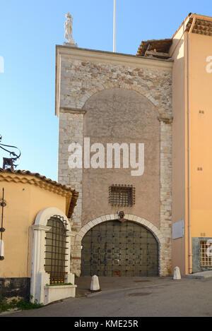 La tour médiévale du masque (c12e), ou tour du masque, associé à l'homme au masque de fer, le Suquet, vieille ville, Banque D'Images