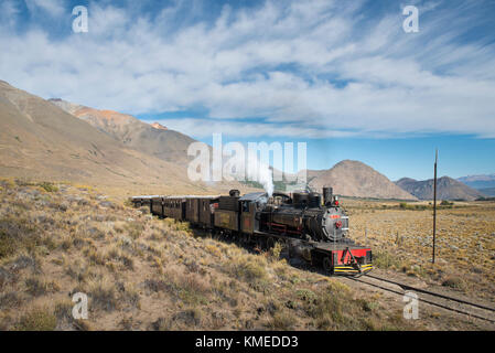 Nuages sur l'ancien passage à niveau train express de Patagonie,ferroviaire,esquel Chubut, Argentine Banque D'Images