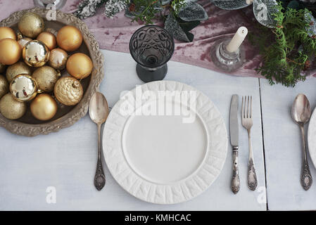 Tableau a servi pour le dîner de Noël dans la salle de séjour, vue du dessus. Banque D'Images