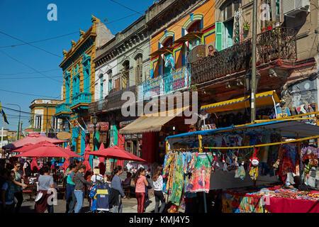 Marché et bâtiments colorés, la Boca, Buenos Aires, Argentine, Amérique du Sud Banque D'Images