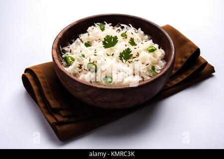 Raita de radis daikon ou Koshimbir / Mooli est un condiment du sous-continent indien, fait avec dahi ou caillé avec légumes crus ou cuits li