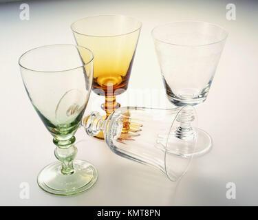 Quatre verres décoratifs