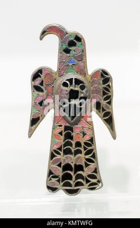 Broche en forme d'aigle appartenant au Royaume wisigoth. Bronze doré et verre coloré Banque D'Images