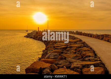 Coucher de soleil sur la jetée de la baie de Bikini, Sal, Salina, Cap Vert, Afrique Banque D'Images