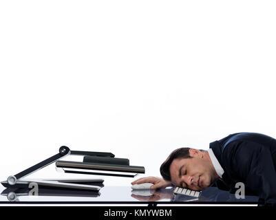 Relation entre un homme de race blanche et d'un moniteur d'ordinateur isolé sur fond blanc exprimant sommeil fatigué Banque D'Images