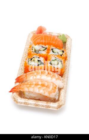 Différents types de sushi on a box