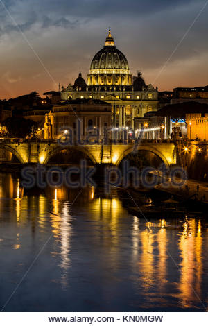 Basilique St Pierre et du Tibre à Rome, Italie. Banque D'Images