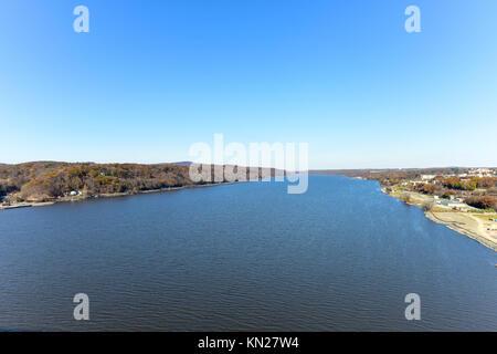 Vue depuis le Mid-Hudson pont traversant la rivière Hudson à Poughkeepsie, New York Banque D'Images