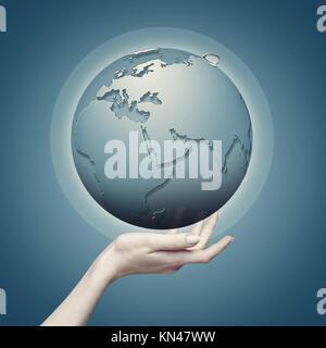 Globe terrestre dans la main des femmes, résumé eco origines. Banque D'Images