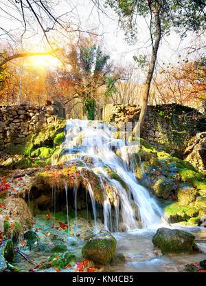 Chute d'automne dans les montagnes de Crimée. Banque D'Images
