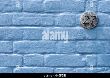Mur bleu avec la plaque. Le Suffolk. L'Angleterre. Banque D'Images