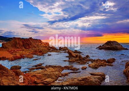 Plage de Lloret de Mar le lever du soleil sur la Costa Brava de Catalogne en Espagne. Banque D'Images