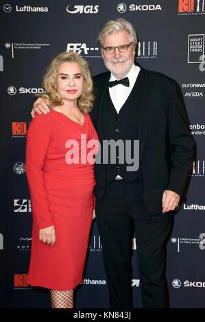 Peter Simonischek et sa femme Brigitte Karner assister à la 30e European Film Awards 2017 de l'Haus der Berliner Festspiele le 9 décembre 2017 à Berlin, Allemagne.