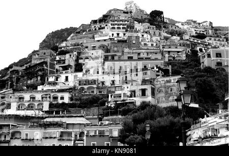 Noir et blanc magnifique paysage de la ville de Positano, sur la côte amalfitaine - Italie Banque D'Images