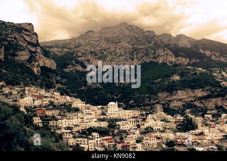 Positano étonnante vue aérienne de la ville, sur la côte amalfitaine - Italie Banque D'Images
