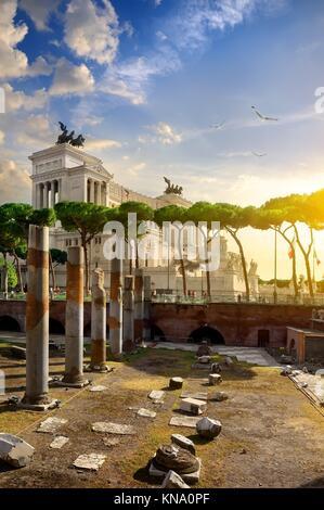 Vue sur le monument de la place de Forum de Trajan à Rome, Italie. Banque D'Images