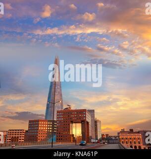 Le Shard London building au coucher du soleil en Angleterre. Banque D'Images