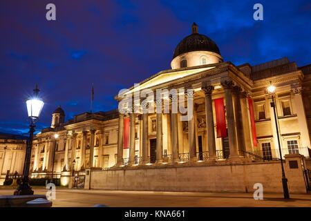 London National Galelery à Trafalgar Square au coucher du soleil en Angleterre. Banque D'Images