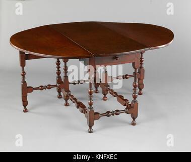 Table ovale avec les feuilles qui tombent. Date: 1715-40; Géographie: probablement fabriqué en Rhode Island, États-Unis; Culture: American; moyen: Soft maple, blanc