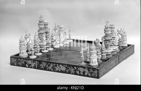 Jeu d'échec rencontré 138425 le jeu d'échecs, 1986 ca. 1800, bois laqué, d'ivoire, Conseil: 1 3/4 x 16 5/8 x 16 5/8 in. (4,4 x 42,2 x 42,2 cm). Le Metropolitan Museum of Art, New York. Don des membres du Comité de la Bertha Benkard King Memorial Fund, 1946 (46.67.74a?gg)