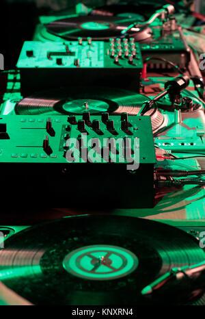 Instruments de musique et de mixage pour créer de la musique électronique. Banque D'Images