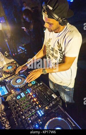 Les matières artistiques DJ jouant à Starbeach Beach Party le 04. Septembre 2017