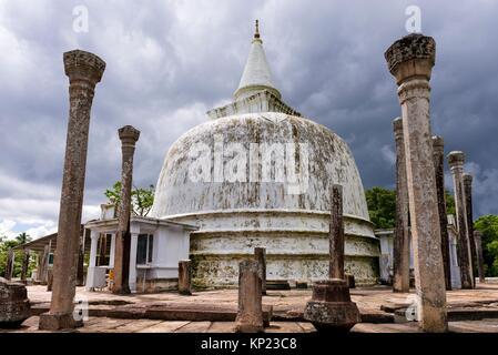 Dagoba Lankarama, ville sacrée d'Anuradhapura, North Central Province, Sri Lanka, en Asie. Banque D'Images