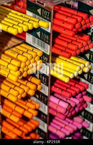 Pile de Faber-Castell crayons pastels Banque D'Images