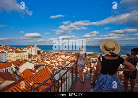 Point de vue touristique, Santa Luzia, Miradouro de Santa Luzia, le Tage, d'Alfama, Lisbonne, Portugal, Europe. Banque D'Images