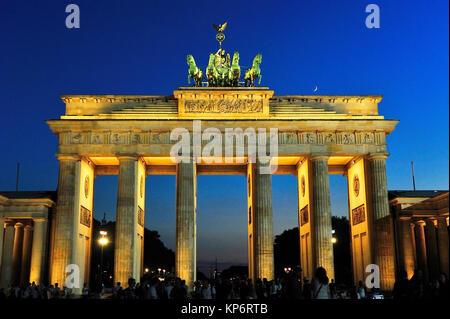 La théorie néoclassique -Porte de Brandebourg (Brandenburger Tor-, xviiie siècle, par Carl Gotthard Langhans. Berlin, Banque D'Images