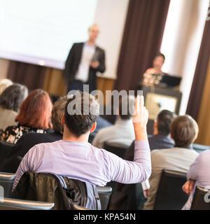Public dans la salle de conférence. Banque D'Images