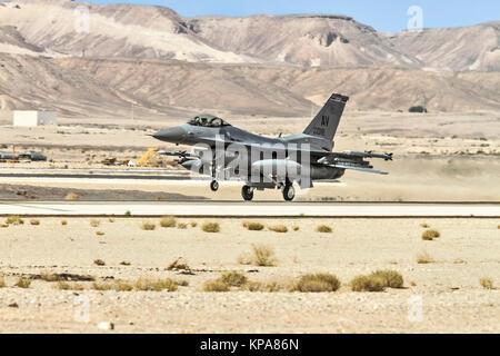 """United States Air Force (USAF) F-16C d'Aviano AB. Photographié à la """"plage"""" 2017, un exercice d'entraînement aérien international organisé par l'Est"""