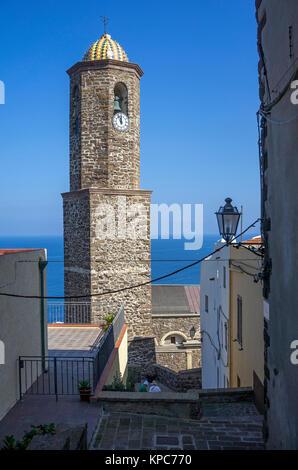Clocher de la cathédrale San't Antonio Abate dans la vieille ville de Castelsardo, Sardaigne, Italie, Méditerranée, Europe