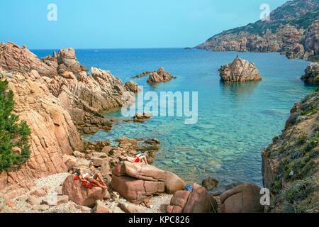 Le soleil sur les roches de porphyre, côte paysage à Costa Paradiso, Sardaigne, Italie, Méditerranée, Europe Banque D'Images