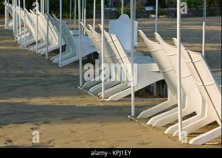 Manzanillo, Colima, Mexique. Brisas Las Hadas Resort / La fin de l'AfternoonBeach Chaises Banque D'Images
