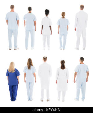 Vue arrière de l'équipe médicale en ligne permanent Banque D'Images