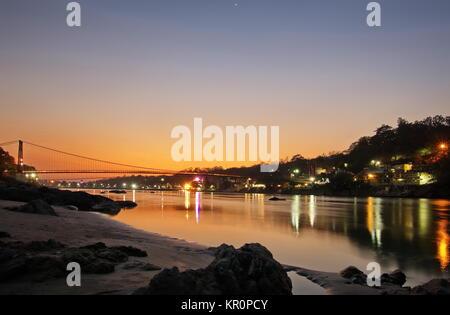 Vallée de Ganga Ram Juhla bridge au coucher du soleil l'Inde Risshikesh Uttarachand Banque D'Images